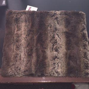 NWT Cejon infinity faux fur scarf